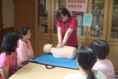 服務人員接受CPR訓練